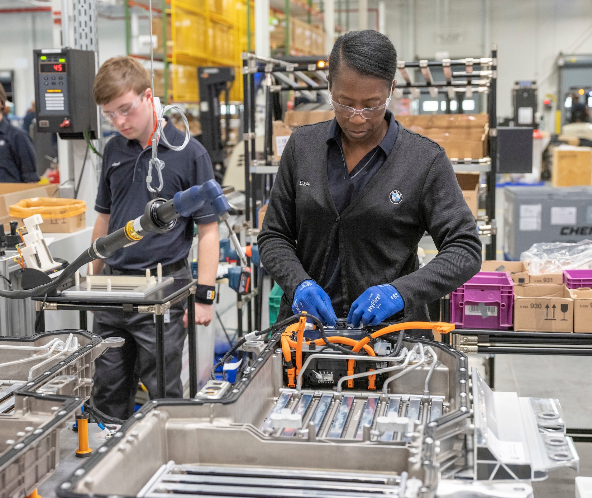 Name:  PHEV_Battery_Assembly_BMW_Plant_Spartanburg.jpg Views: 3985 Size:  990.8 KB