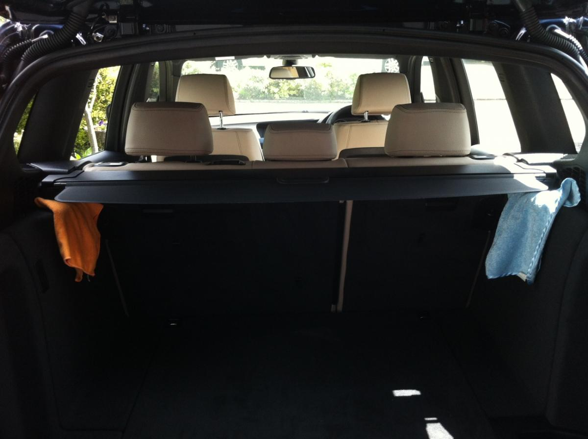 Bloody rattling cargo / trunk / boot cover