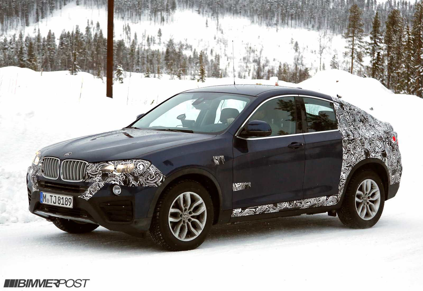 bmw x4 f26 spied nearly sans camouflage and against next x6. Black Bedroom Furniture Sets. Home Design Ideas